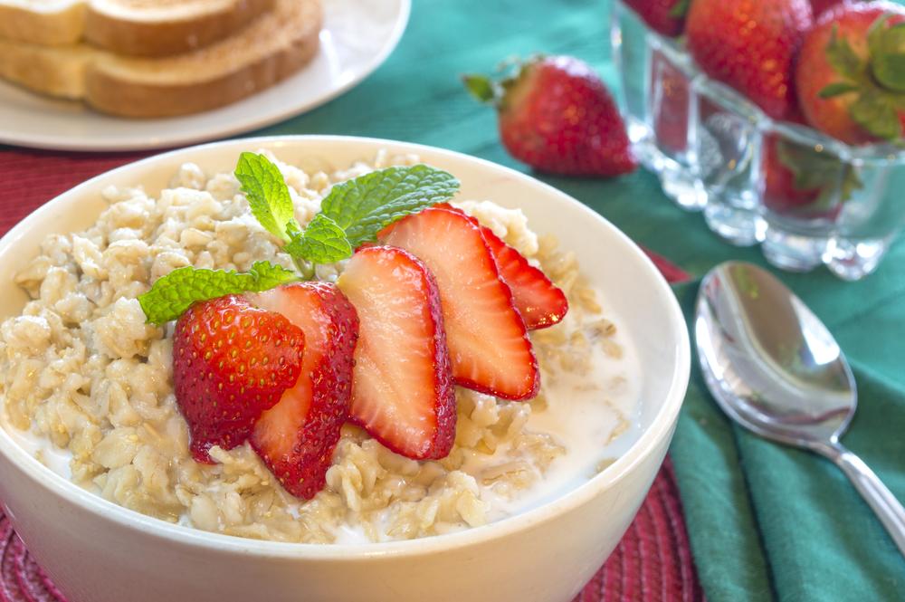 alimentação saudável: frutas e aveia