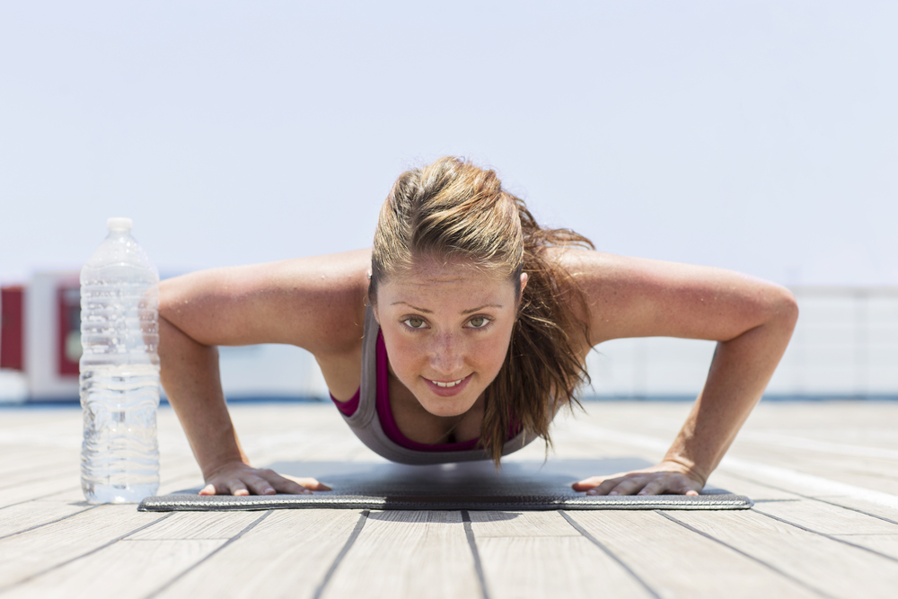 Exercícios físicos para fazer em casa: flexão de braço
