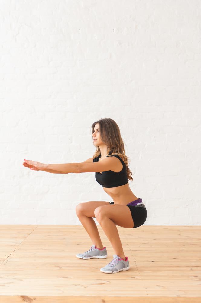 Exercícios físicos para fazer em casa: agachamento