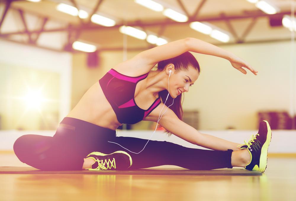 Exercícios físicos para fazer em casa: alongamento