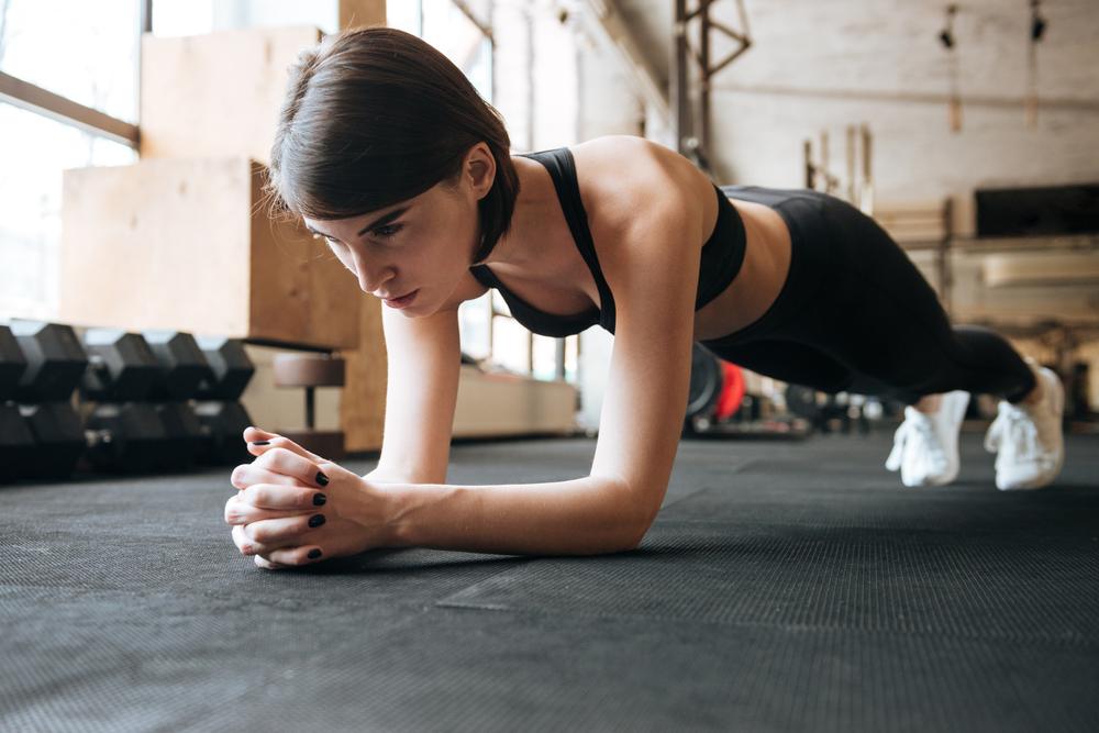 Exercícios físicos para fazer em casa: prancha