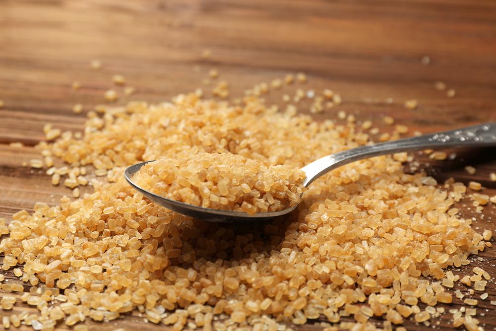 Conheça os tipos de açúcar e suas diferenças: Açúcar demerara