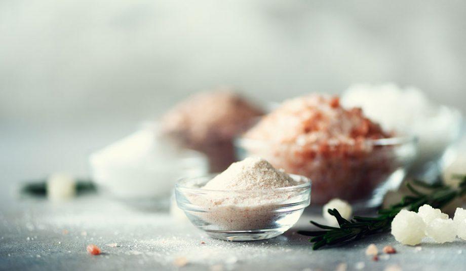 Conheça 8 tipos de sal e aprenda a usá-los